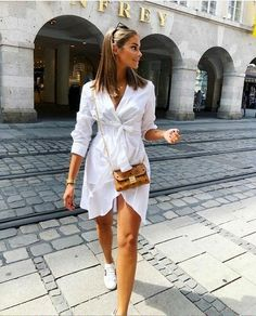 Fashion Dresses Love this cute casual wrap dress. Classy Summer Outfits, Summer Dress Outfits, Stylish Outfits, Classy Chic Outfits, Girl Fashion, Fashion Dresses, Fashion Women, Camisa Formal, Outfits Damen