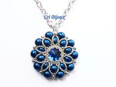 PENDENTIF BLEU avec perles et cristaux