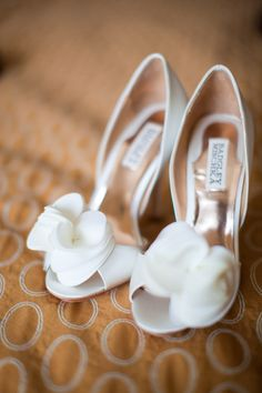 To be a beautiful bride, you need a pure wedding dress. Besides a beautiful hairstyle, don't forget the wedding shoes. Only wearing beautiful wedding shoes can make you step Read more… Wedge Wedding Shoes, Bridal Shoes, Wedge Shoes, Wedding Heels, Wedding Bride, Church Wedding, Badgley Mischka Shoes Bridal, Flat Shoes, Lace Wedding