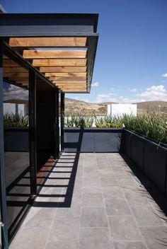 Santa María Dos : Balcones y terrazas modernos de Taller Habitat Arquitectos