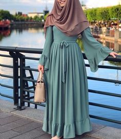 Hijab Dress Models For Young Women Casual Hijab Outfit, Hijab Chic, Hijab Style Dress, Abaya Fashion, Modest Fashion, Fashion Dresses, Muslim Women Fashion, Islamic Fashion, Moslem Fashion