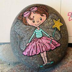A little fairy #malpåsten#sten#paintedstones#rockpainting#stenelene#enlillefe#fairy#tomakealittlegirlhappy#thisiswhatido#thisiswhatilove