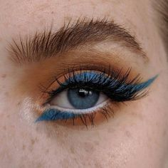 Orange eyeshadow with blue eyeliner The post Orange eyeshadow with blue eyeliner appeared first on Make Up. Makeup Goals, Makeup Inspo, Makeup Inspiration, Makeup Ideas, Makeup List, Makeup Hacks, Nail Inspo, Makeup Tutorials, Skin Makeup