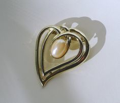 Vintage Gold Abstract Double Heart Young Brooch - Shiny Gold Pearl Brooch - Vintage Costume Jewelry Teen Brooch - Pearl Gold 1980 Brooch Mod - pinned by pin4etsy.com