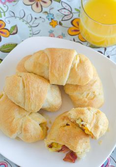 Bacon, Egg and Cheese Breakfast Roll-Ups - Bacon, scrambled eggs and cheddar cheese all rolled up in a crescent rolls for breakfast in one! Breakfast Dishes, Breakfast Time, Breakfast Recipes, Breakfast Ideas, Bacon Breakfast, Breakfast Muffins, Crescent Roll Recipes, Crescent Rolls, Crescent Dough