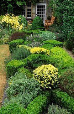 ~Rosemary Verey's knot garden. Barnsley House Gloucestershire.
