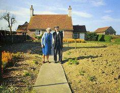 An Elderly Couple Took The Same Photo Every Season