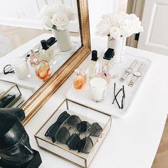 Ideas Bedroom Dresser Top Decor Interior Design For 2019 Dresser Top Decor, Bedroom Dresser Styling, Bedroom Dressers, Dresser Top Organization, Bedroom Organization, Dresser Ideas, Cute Dorm Rooms, Trendy Bedroom, Beauty Room