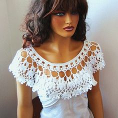 Hand Crochet Bridal bolero shrug White Lace Capelet Shawl by Pasin white shawl, shoulder shrug - perfect for when it's too hot for a sweater but you need to cover your shoulders white shawl, shoulder shrug --> A similar effect could be created with tulle Poncho Au Crochet, Pull Crochet, Crochet Collar, Crochet Blouse, Crochet Scarves, Crochet Clothes, Hand Crochet, Crochet Lace, Lace Collar
