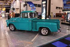 1955 chevy truck | the big back window on this classic 1955 chevy pickup