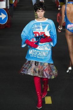 Moschino Spring 2016 Ready-to-Wear Collection Photos - Vogue