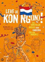 Binnenkort krijgen wij een nieuwe koning, als Willem-Alexander zijn moeder, koningin Beatrix, opvolgt. Zijn naam wordt Willem-Alexander. Waarom hebben we eigenlijk een koning? Wat doet die precies? Heeft hij een kroon? Waarom werkt hij niet in onze hoofdstad Amsterdam, maar in Den Haag? Heeft hij ook een achternaam? Is het leuk om koning te zijn? Hoeveel macht heeft onze koning eigenlijk?