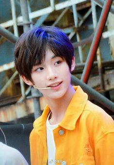 Cute Korean Boys, Asian Boys, Human Reference, Chinese Boy, Ulzzang Boy, Asian Style, Handsome Boys, Cute Guys, Kids Boys