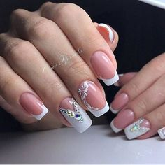 french nails tips Middle French Nails, Love Nails, Pretty Nails, Nagel Hacks, Classic Nails, Bride Nails, Glam Nails, Rhinestone Nails, Creative Nails