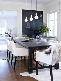 Upholstered Dining seats with Armrests look super chic!