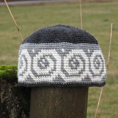 This super warm, 100% alpaca beanie will keep you toasty from early fall through spring, and would be a perfect gift for a hiker, skateboarder, urban hipster or boho pal. This wool beanie is hand made in tapestry crochet, and features a repeating Celtic spiral pattern. The all natural alpaca fibre is soft, light and easy to wear. This hat folds easily into quarters for storage in a pocket or backpack. This hat is an adult size small to medium, and will fit someone with a head measurement of…