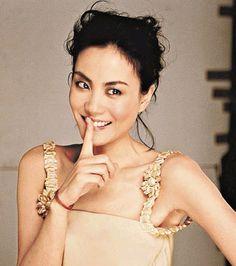 #faye #wong chinese songtress Faye Wong, Perfect World, Camisole Top, Chinese, Beautiful Women, Celebs, Hairstyle, Asian Models, Entertaining