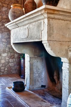 Beautiful old fireplace with pots … large castle fireplace / living room # rural living style # rural interior # ideas room # national Fireplace Hearth, Fireplace Surrounds, Fireplace Design, Rumford Fireplace, Library Fireplace, Cast Stone Fireplace, Limestone Fireplace, Stone Fireplaces, Mediterranean Living Rooms