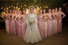 Madrinha de Casamento - Ideias para Vestidos de Madrinhas de Casamento#madrinha #madrinhadecasamento #madrinhasdecasamento #vestidomadrinha #vestidomadrinhadecasamnro #vestidodefesta #vestidobordado #vestidodecotado #vestidolongo #vestidodenoiva #vestidodecasamento Rose Wedding, Fall Wedding, Dream Wedding, Wedding Fotos, Wedding Pics, Wedding Ideas, Bridesmaid Poses, Bridesmaid Dresses, Bridesmaids