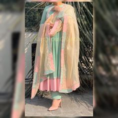 Party Wear Indian Dresses, Designer Party Wear Dresses, Dress Indian Style, Indian Outfits, Eid Dresses, Ethnic Outfits, Indian Attire, Patiala Suit Designs, Kurti Designs Party Wear