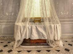 Pièce des bains de Marie-Antoinette - 6/9 by Ganymede2009, via Flickr