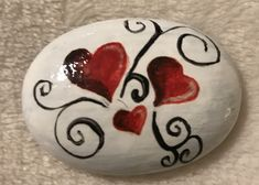 Painted rocks have become one of the most addictive crafts for kids and adults! Want to start painting rocks? Lets Check out these 50 best painted rock ideas below. Heart Painting, Pebble Painting, Pebble Art, Stone Painting, Rock Painting Ideas Easy, Rock Painting Designs, Paint Designs, Stone Crafts, Rock Crafts