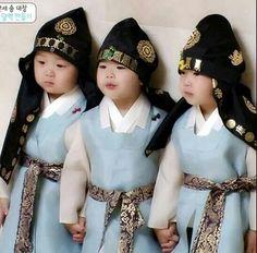 When triplets wearing hanbokkkk...they are sooooooo adorable #daehan #minguk #manse