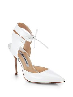 Manolo Blahnik Headed to New York Fashion Week Handbag Accessories, Fashion Accessories, Manolo Blahnik Heels, Couture Shoes, White Pumps, Shoe Art, Dream Shoes, Shoe Closet, Pump Shoes