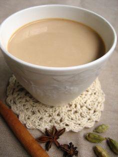 スパイスマーケット - レシピ チャイ - chai꒡̈⃝ (小さめカップに2杯分) 紅茶葉小さじ3 カルダモン(軽く砕いておく )2粒 クローブ2粒 スターアニス1/2個 カシアバーグ3cm程度 ブラックペッパー2粒 水200cc 牛乳200cc しょうが(スライスまたはすりおろし)スライス1枚 砂糖(きび砂糖)小さじ1と1/2