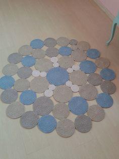 Tapete de barbante feito no croche formato bolas.  Pode ser feito nas cores de sus decoração!  Medida de 1,20 de diametro  Outras medidas consultar valor