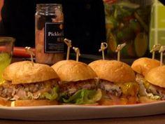 Crunchy Tuna Burger recipe from Rachael Ray via Food Network Tuna Recipes, Burger Recipes, Seafood Recipes, New Recipes, Favorite Recipes, Popular Recipes, Vegetarian Recipes, Food Network Recipes, Food Processor Recipes