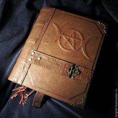 Купить Книга теней с пентаграммой и триединой луной (на заказ) - коричневый, пентаграмма, триединая луна