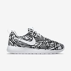 Nike womens running shoes are designed with innovative features and technologies to help you run your best, whatever your goals and skill level.
