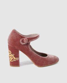 Zapatos de salón en terciopelo rosa,  con puntera  redonda  y con tira en el…