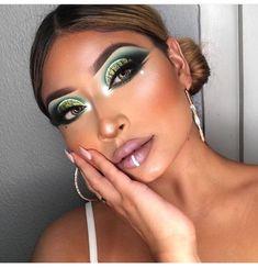makeup caption eye makeup give you a headache makeup 4 colors makeup eyeshadow makeup model eye makeup pictures makeup examples makeup golden Makeup 2018, Sexy Makeup, Cute Makeup, Perfect Makeup, Glam Makeup, Beauty Makeup, Makeup Looks, Bright Makeup, Dramatic Makeup