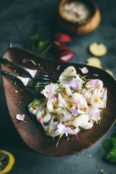 VEGAN Lychee Ceviche flavored with citrus, green chilli, mint, onions & ginger, it's a delicious plant-based alternative. Plant Based Recipes, Raw Food Recipes, Dinner Recipes, Freezer Recipes, Freezer Cooking, Drink Recipes, Cooking Tips, Ceviche, Recipes