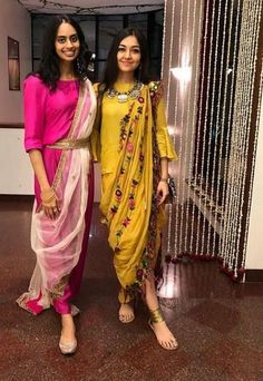 Some fun and glam ways of wearing sarees for bridesmaids -Awesomelifestylefashion Indian Gowns, Indian Attire, Indian Outfits, Kurta Designs, Saree Blouse Designs, Sari, Look Fashion, Indian Fashion, Choli Dress