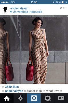 B l t long dress batik – Dress best style form Batik Fashion, Fashion Moda, Ethnic Fashion, Model Dress Batik, Batik Dress, Batik Kebaya, Kebaya Dress, Gown Dress, Mode Batik
