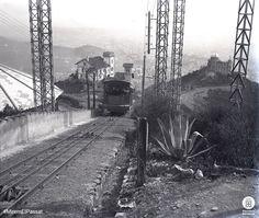 Funicular del Tibidabo cap a 1905-1910, amb l'observatori Fabra a la dreta i la ciutat de Barcelona al fons.  Fotògraf: Frederic Juandó Alegret . Diputació de Barcelona https://www.facebook.com/DiputaciodeBarcelona