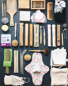 With the help of we're all set for our zero waste vegan honeymoon Zero Waste Store, Vie Simple, Eco Friendly House, Eco Friendly Products, Eco Products, Sustainable Products, Sustainable Ideas, Eco Friendly Makeup, Eco Friendly Cars