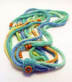 kötött hosszú nyaklánc kék, narancssárga és zöld színben gyöngyökkel / long knitted necklace in orange, blue and green colors with beads