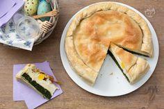 La torta Pasqualina è una torta salata ripiena di spinaci, ricotta e uova, racchiusa in sfoglie di pasta sottilissime.