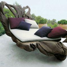 treibholz liegestuhl - naturfreungliche umgebung und kontrastierenden dekokissen - Wunderbare Treibholz Deko, die auch praktisch sein kann – 45 verblüffende Ideen