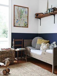 peinture glycéro double couleur mur blanc foncé blanc lit en bois clair