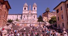 La Plaza España es de las más bonitas de #Roma, en el centro se encuentra la Fontana de la Barcaccia, última obra de Pietro #Bernini. http://www.viajararoma.com/?page=monumentosplazaespana.php