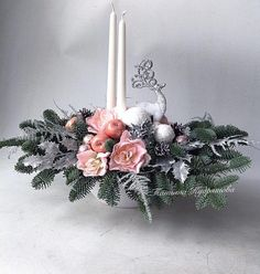 Pin by Emma Tornero on Christmas Deco Christmas Candle Decorations, Christmas Flower Arrangements, Christmas Greenery, Christmas Lanterns, Christmas Flowers, Christmas Love, Christmas Baubles, Handmade Decorations, Christmas Wreaths