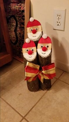 Santa made from firewood logs Christmas Crafts Pin ? Christmas Log, Christmas Wood Crafts, Christmas Yard Decorations, Homemade Christmas Gifts, Christmas Projects, Holiday Crafts, Christmas Ornaments, Globe Ornament, Theme Noel