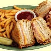 Copycat Bennigan's Monte Cristo Recipe - My all-time favorite sandwich recipe. I have fond memories of eating this sandwich as a teen at Bennigan's. Monte Cristo Sandwich, I Love Food, Good Food, Yummy Food, Soup And Sandwich, Sandwich Recipes, Bennigans Monte Cristo Recipe, Great Recipes, Favorite Recipes