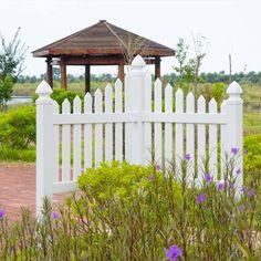 White Vinyl Fence, Vinyl Fence Panels, Garden Fence Panels, White Picket Fence, Vinyl Fencing, Front Yard Decor, Front Yard Fence, Fenced In Yard, Front Entry