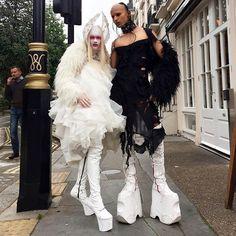 Plus size outfits Weird Fashion, Dark Fashion, Gothic Fashion, Unique Fashion, Fashion Art, Fashion Design, Que Horror, Goth Model, Burlesque Costumes
